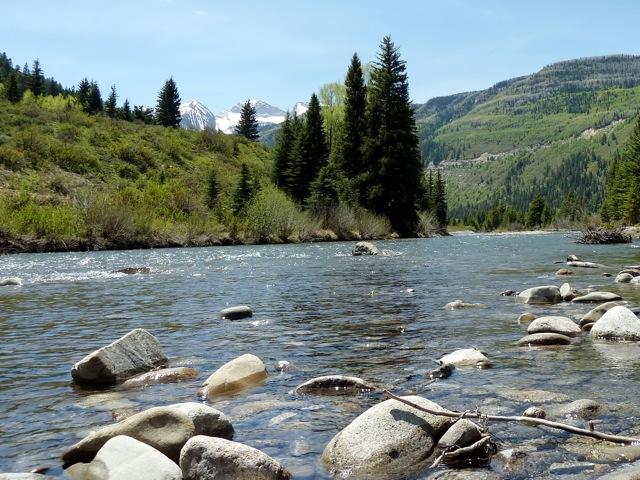 Crystal River at Placita w rocks