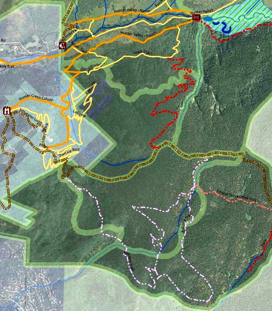 A detail of a Hunter-Smuggler plan map that shows the Balcony Trail, in dot-dash pink lines, at the bottom of the map. The popular observation platform just off of Smuggler Mountain Road, is shown at the top left of the map, marked with a pair of binoculars.