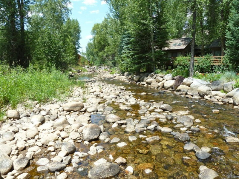 The Roaring Fork River in downtown Aspen often flows at a level below 32 cfs, the level at which the state holds junior instream flow rights.