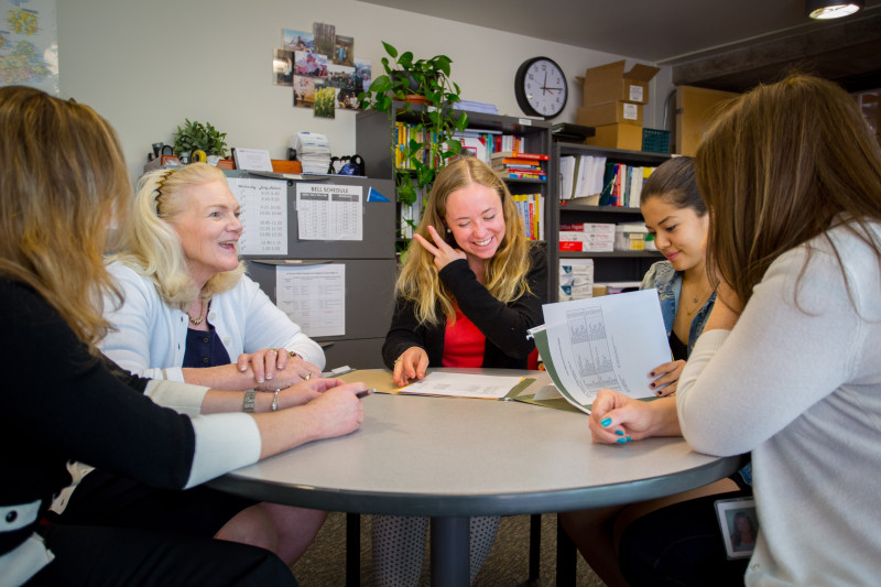Aspen High School College Counselor Kathy Klug jokes with graduating seniors Julia Budsey (center) and Gaby Magana (right). Budsey is headed for Skidmore College in upstate New York and Magana will attend the University of Colorado, Boulder.
