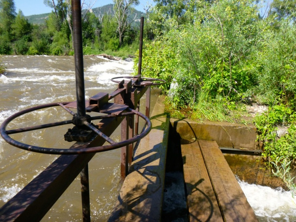 A diversion structure on the Roaring Fork River diverting water into an irrigation ditch. A recent series of stories by ProPublica found that many ranchers and farmers divert more water than they actually need in order to protect their water rights.