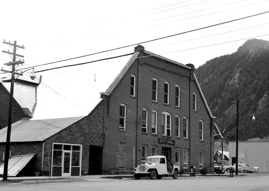 City Hall in Aspen in 1956, on an unpaved Galena Street.